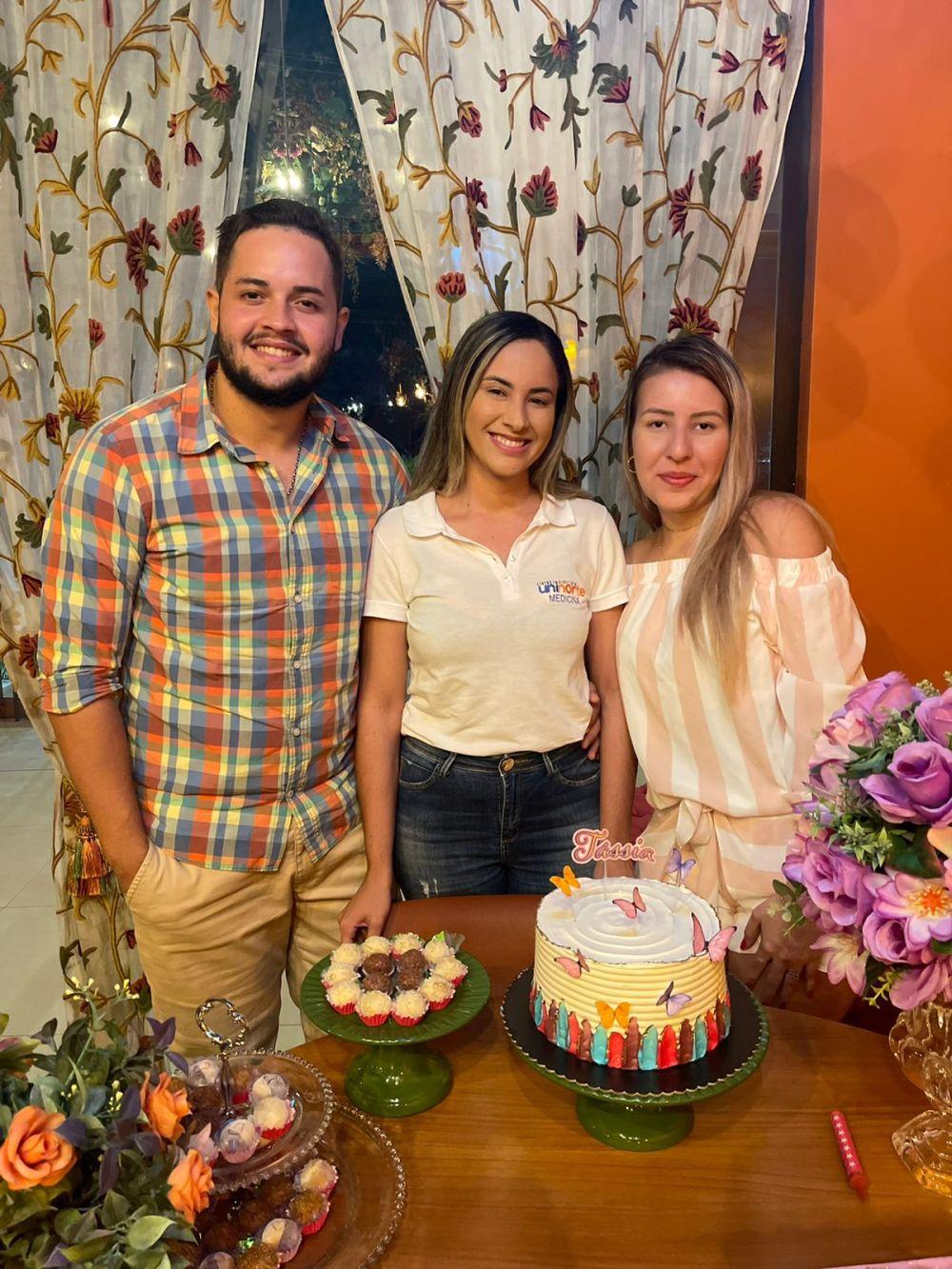 Com o sobrinho e a irmã Thais Machado