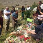 Sakine Cansız'ın ailesi Fidan Doğan'ı mezarı başında andı