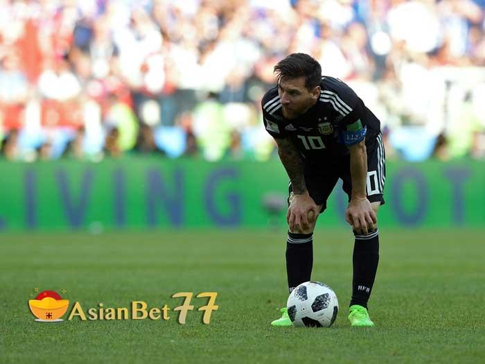 Jorge-Sampaoli-Bela-Lionel-Messi-setelah-penaltinya-gagal