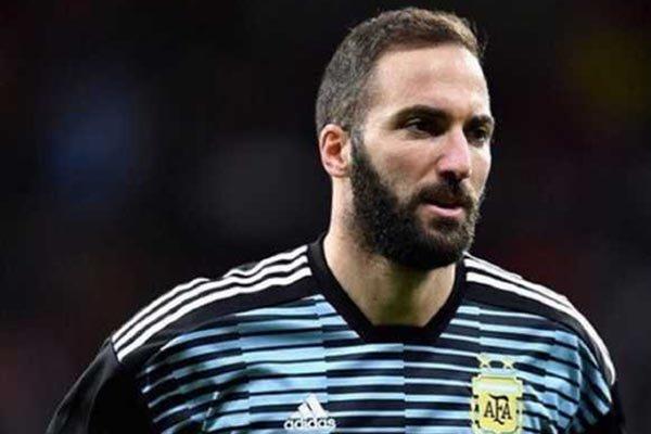 Gonzalo Higuain Dikabarkan Ingin Tinggalkan Juventus dan Sepakbola