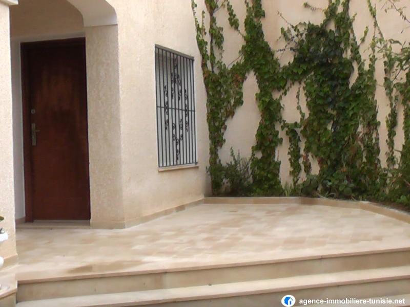 Villa style amricain avec jardin a La Soukra