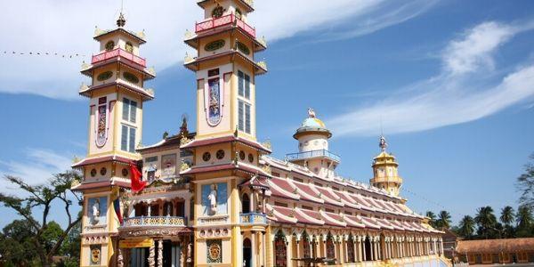 Visite des tunnels de Cu Chi et du temple de Cao Dai