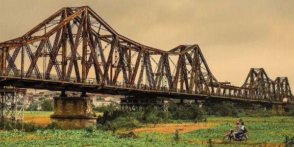 Visiter le pont Long Bien
