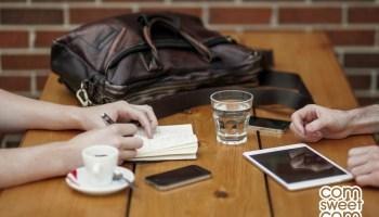 Autour dun café. Agence Com sweet Com - design graphique, community management, webmarketing