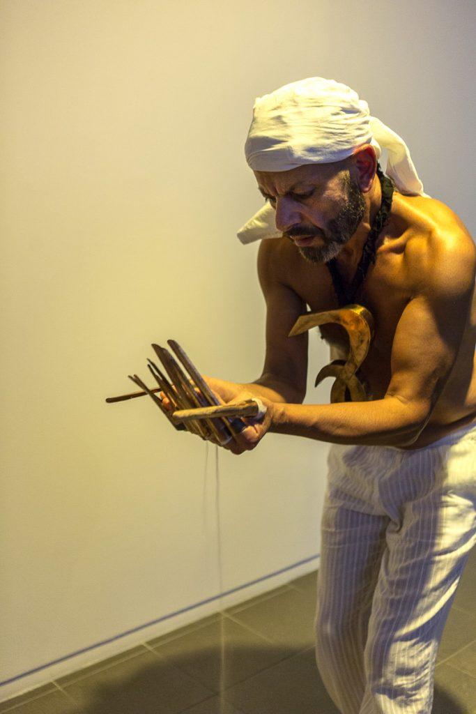 Performance de Raymond Hosny pour This is not your El Dorado © Nathalie Tiennot photographe à Paris