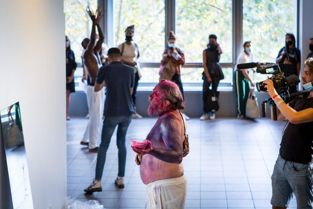 Performance du chanteur André Fernandez lors de la représentation This is not your El Dorado d'Amin Gulgee © reportage photo Agence Denatt - Nathalie Tiennot