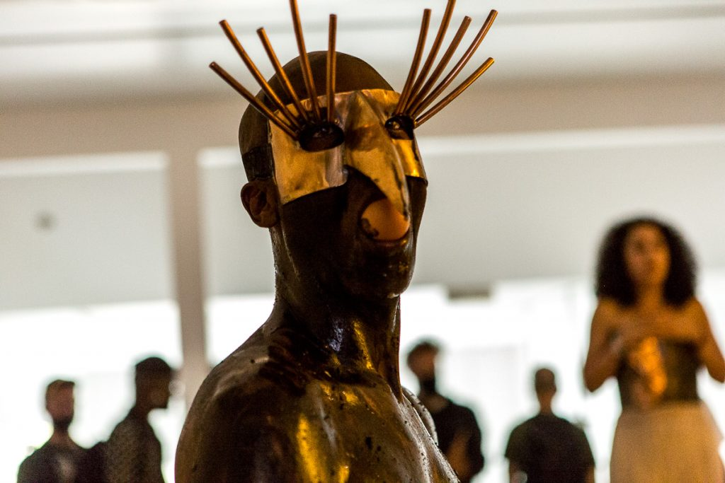 masque sculpture de Condor Reportage photo event à Paris © Nathalie Tiennot/Agence Denatt