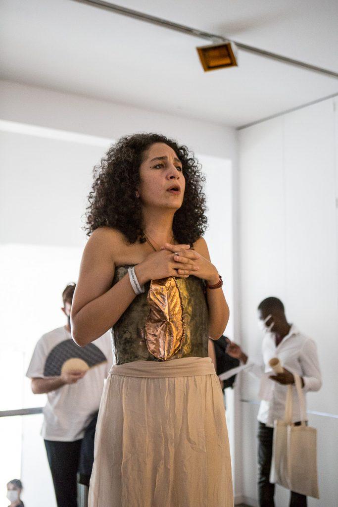 portrait Aida Nosrat en performance vocale Reportage photo event à Paris © Nathalie Tiennot/Agence Denatt - Cité internationale des Arts -