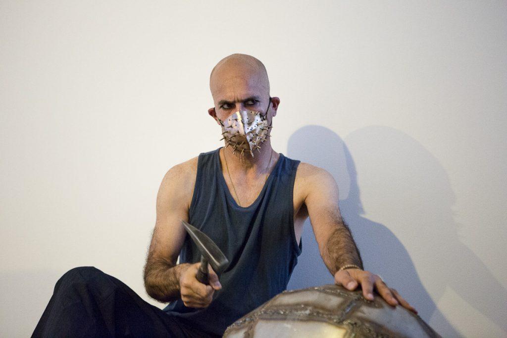 L'artiste Mehdi Yarmohammadi Reportage photo event à Paris © Nathalie Tiennot/Agence Denatt - Cité internationale des Arts -