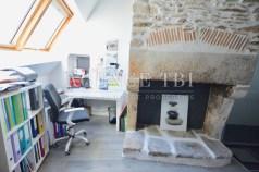 815 TBI Morbihan sud Vannes appartement coeur du centre historique avec poutre cheminée plancher ancien
