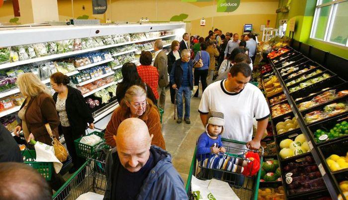 Den britiske supermarkedskæde Tesco har skabt et online supermarked, som styrker virtuel indkøbsoplevelse med er en virtuel indkøbsoplevelse ved hjælp af Microsoft Xbox spillemaskine