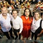 El gobernador Kicillof participó del carnaval de Ensenada junto al intendente Mario Secco
