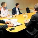 El ministro Ferraresi firmó con la gobernadora Alicia Kirchner la adhesión de Santa Cruz al programa federal Casa Propia