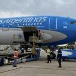 Ya está en el país el avión de Aerolíneas Argentinas que trajo desde Rusia una partida de 400 mil dosis de la vacuna Sputnik V