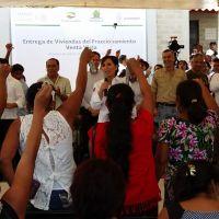 Entrega Sedatu a damnificados de Ingrid y Manuel, el poblado de Venta Vieja en Acapulco