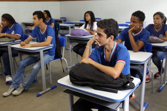 Aulas 100% presenciais foram adiadas por causa do aumento de casos de Covid-19 na Bahia