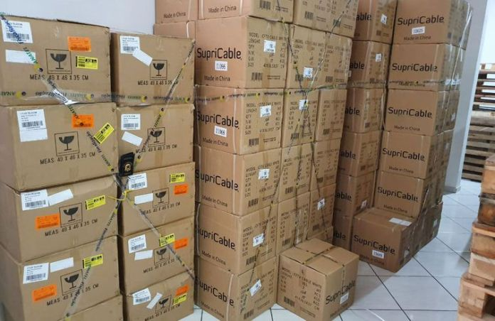 No primeiro dia da operação, mais de 23 mil produtos irregulares foram lacrados ou apreendidos