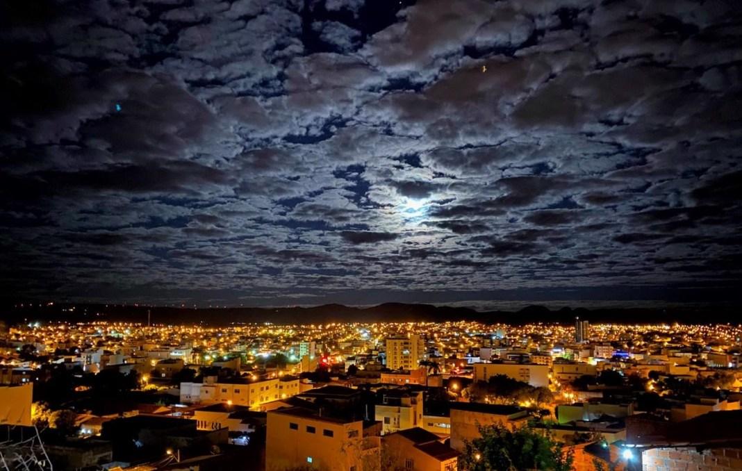 Destaque Guanambi noite nuvens