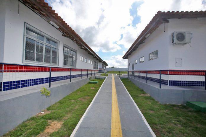 Escola-Estadual-Campo-Anderson-França-696x464