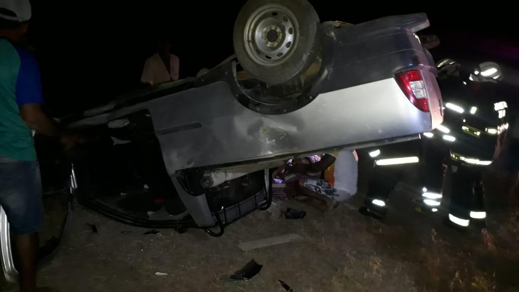 Casal ficou ferido após caminhonete capotar em Guanambi