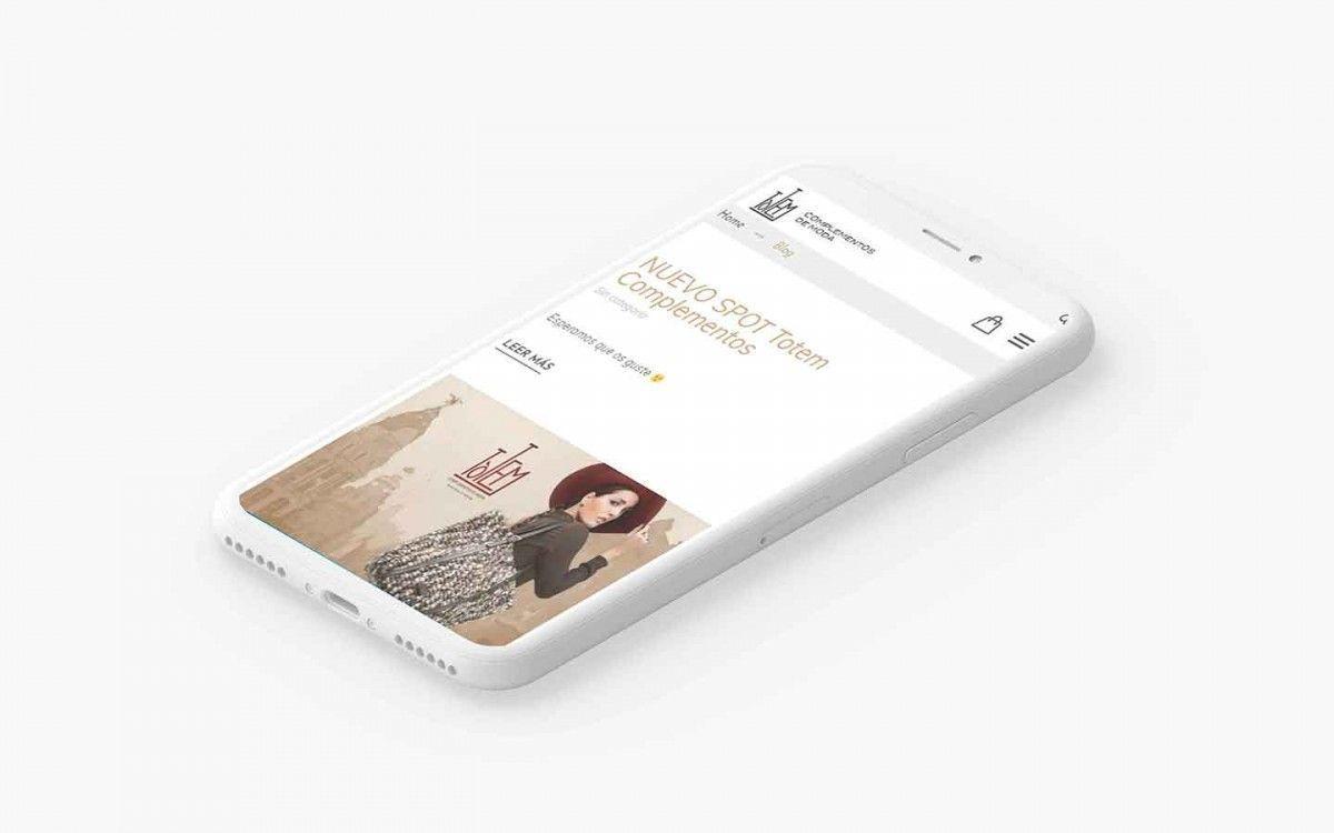 Agencia Sidecar agenciasidecar-portfolio-totem-complementos-phone Totem Complementos