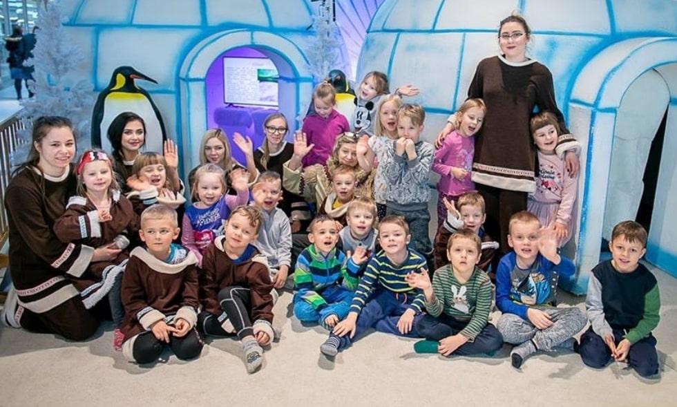 personel hostess i hostów na dzień dziecka