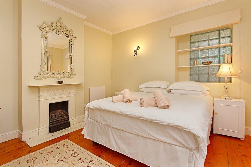 Three Bedroom Cottage near Water's Edge Beach Simonstown