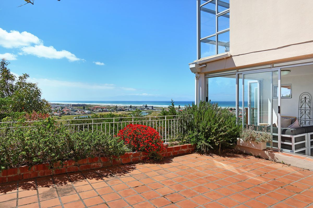 Two Bedroom Muizenberg Holiday Apartment sleeping six