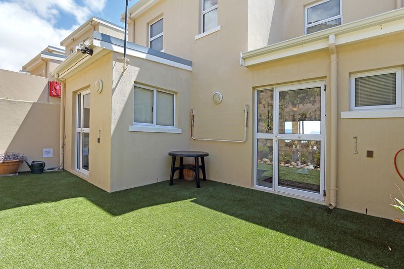 6 Runciman Heights Harbour Heights Drive Simonstown