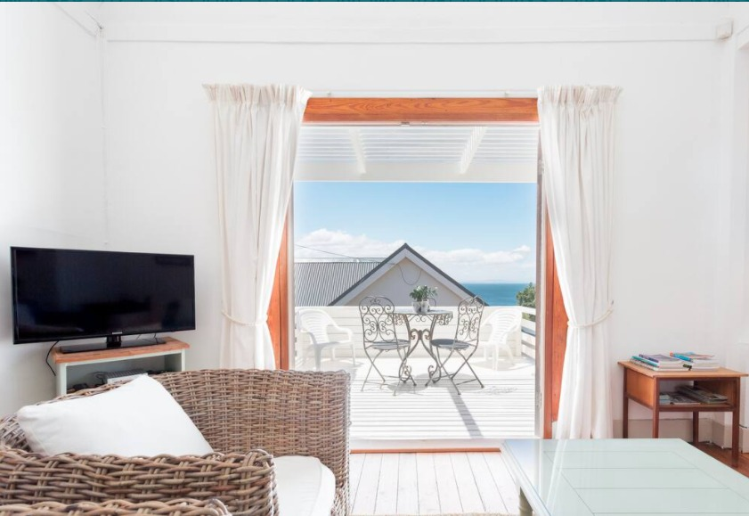 2-bedroom-simonstown-cottage close to beaches