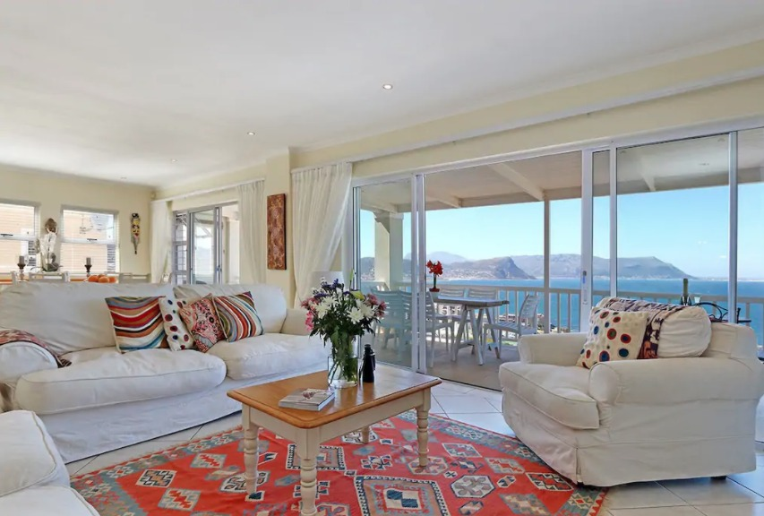 Modern-3-bedroom-holiday-houses-in-Simonstown-great-views