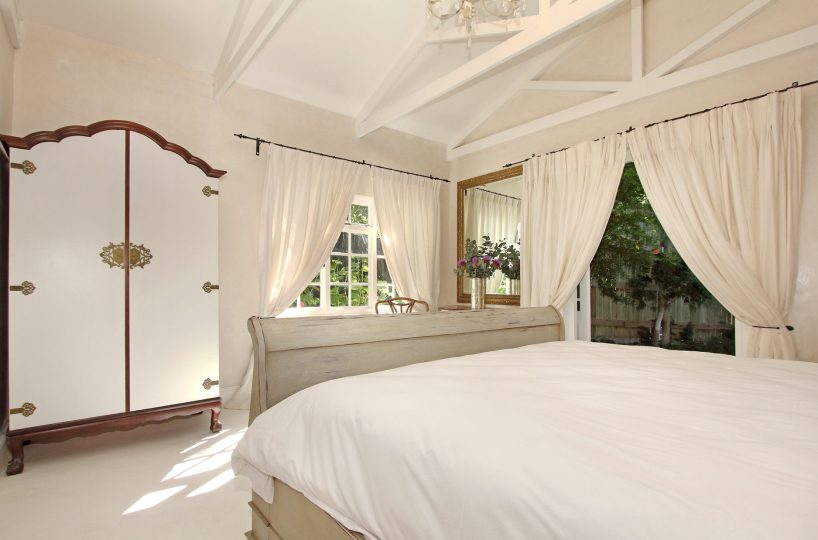 Airbnb Constantia Cape Town French Cottage Welgelee Bedroom