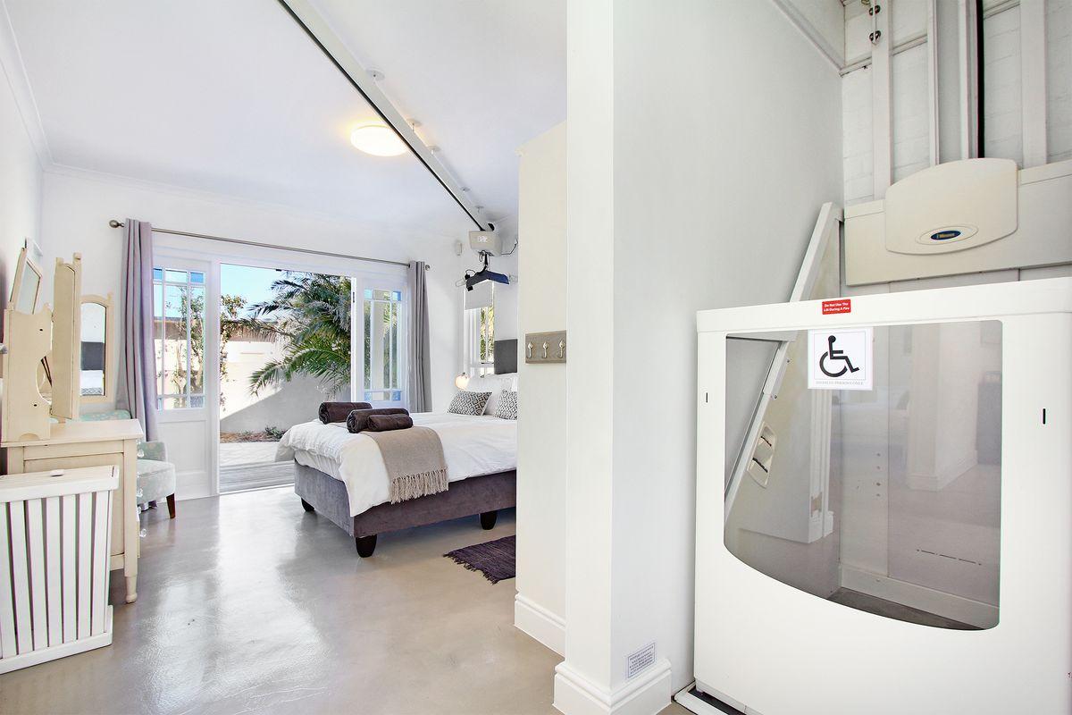 Noordhoek-Beach-House-disable friendly-room.