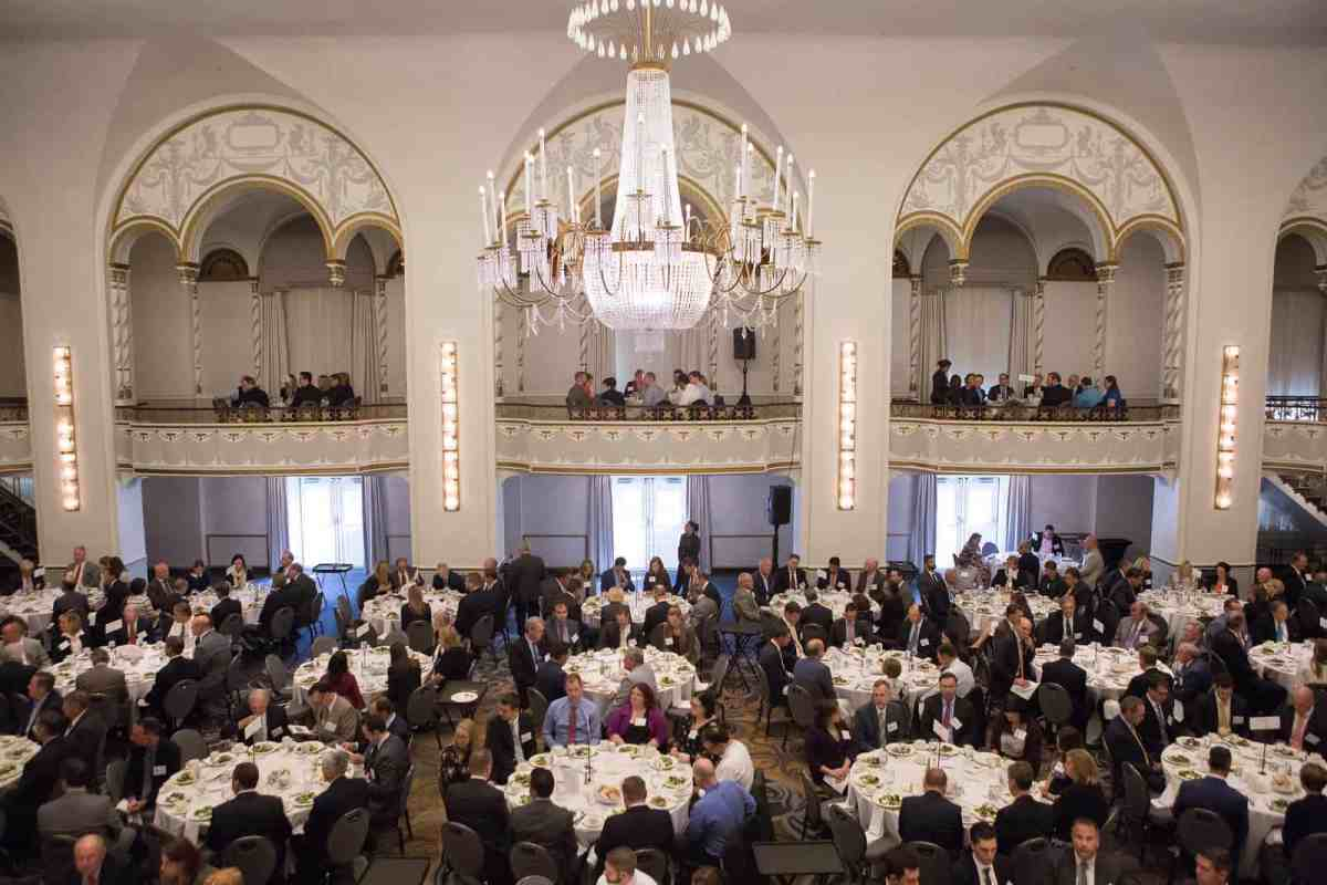 Nearly 500 Massachusetts Insurance Professionals Turn Out to Fête F. Timothy Hegarty, the 2017 IPYA Award Winner