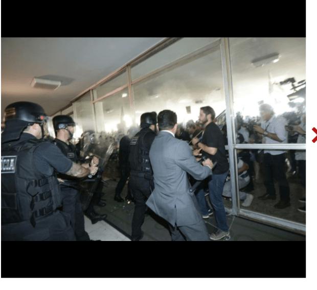Policiais-tentam-invadir-congresso-nacional4