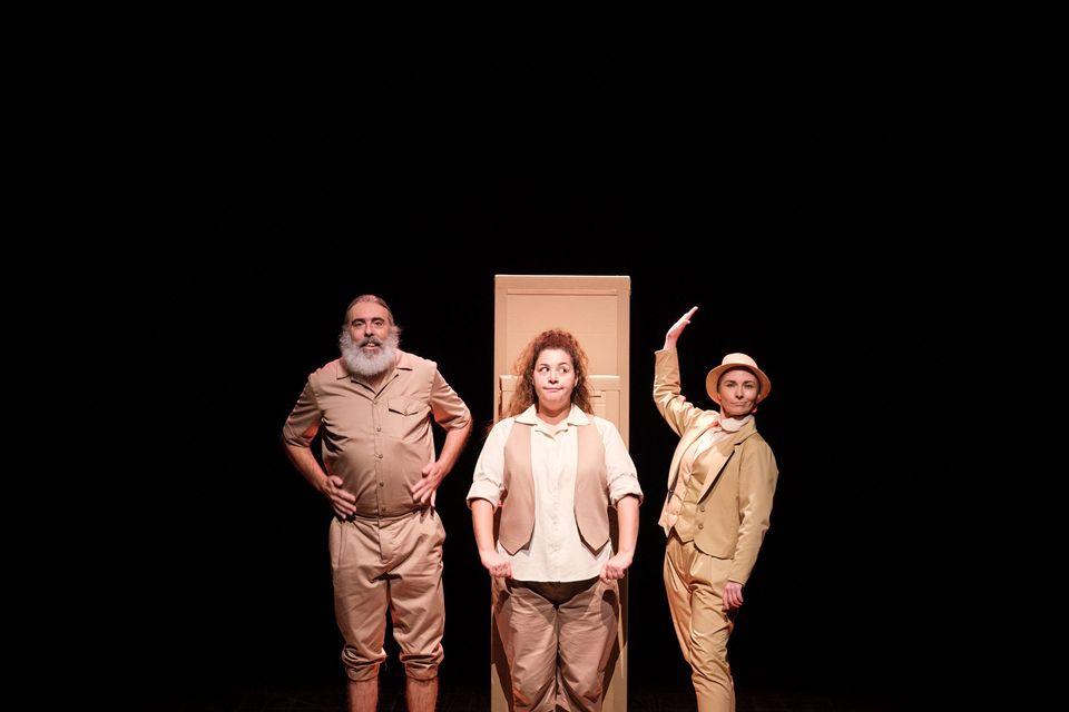 DoNoDoNaDa - Varazim Teatro pela Companhia Certa