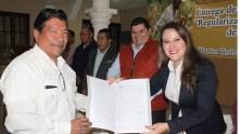 Se entregan escrituras a familias de Tasquillo1