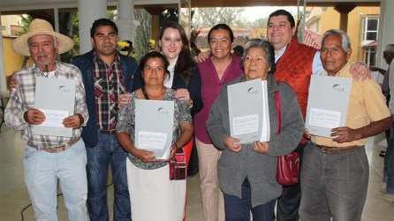 Se entregan escrituras a familias de Tasquillo5