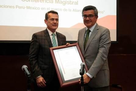 Embajador de Perú visita a la UAEH