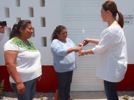 Nuvia Mayorga Delgado entrega viviendas en la comunidad José María Pino Suárez, Tepetitlán4