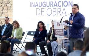 Raúl Camacho entrega Cancha de usos múltiples en Fraccionamiento Villa Virreyes