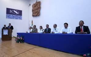 Realizan en ICSa ceremonia de investidura de bata blanca3