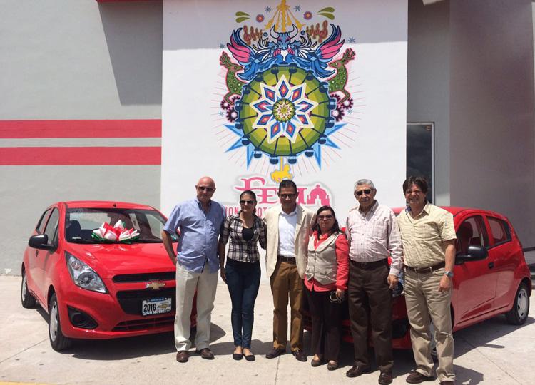 Entregan autos a ganadoras de la FENAPO 2016