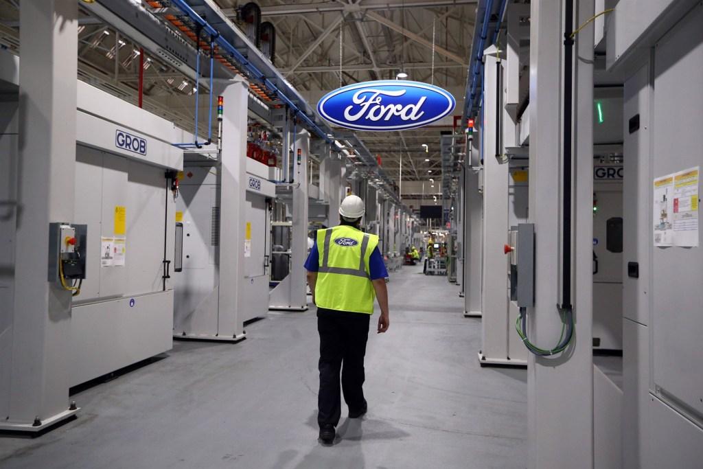¡A la calle! Ford despedirá a siete mil trabajadores