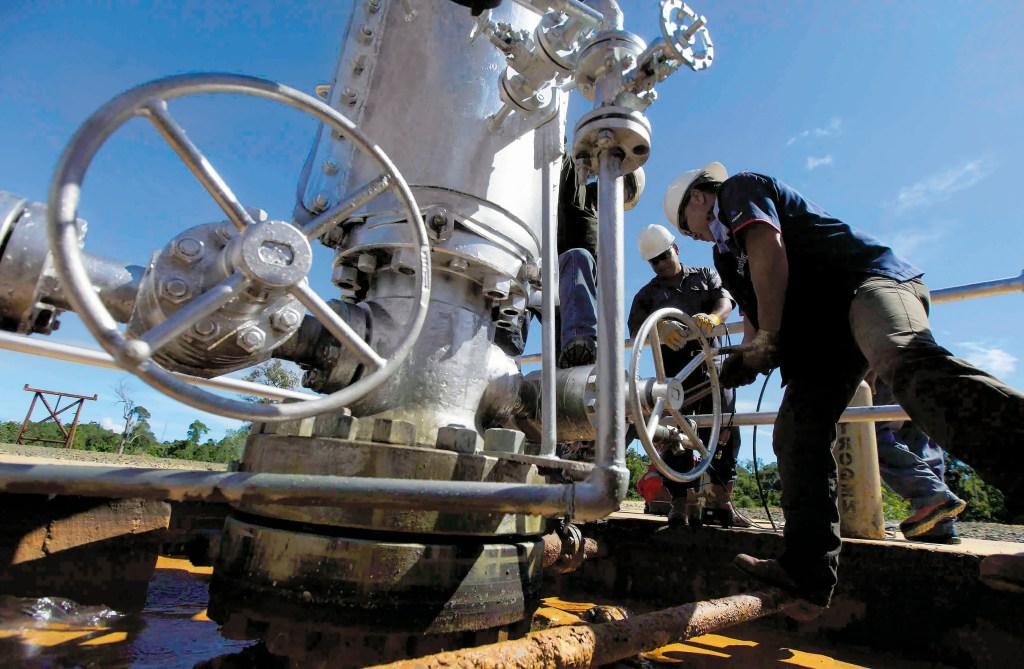 ¡Sigue en picada! Baja la producción petrolera de Pemex