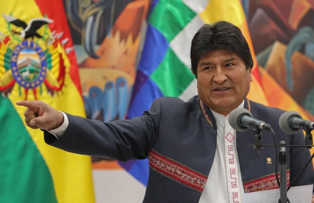Y Evo Morales se declara ganador de la elección presidencial en Bolivia, la oposición acusa fraude