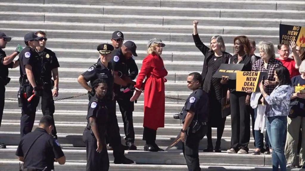 Arrestan a la actriz Jane Fonda, protestaba contra el cambio climático