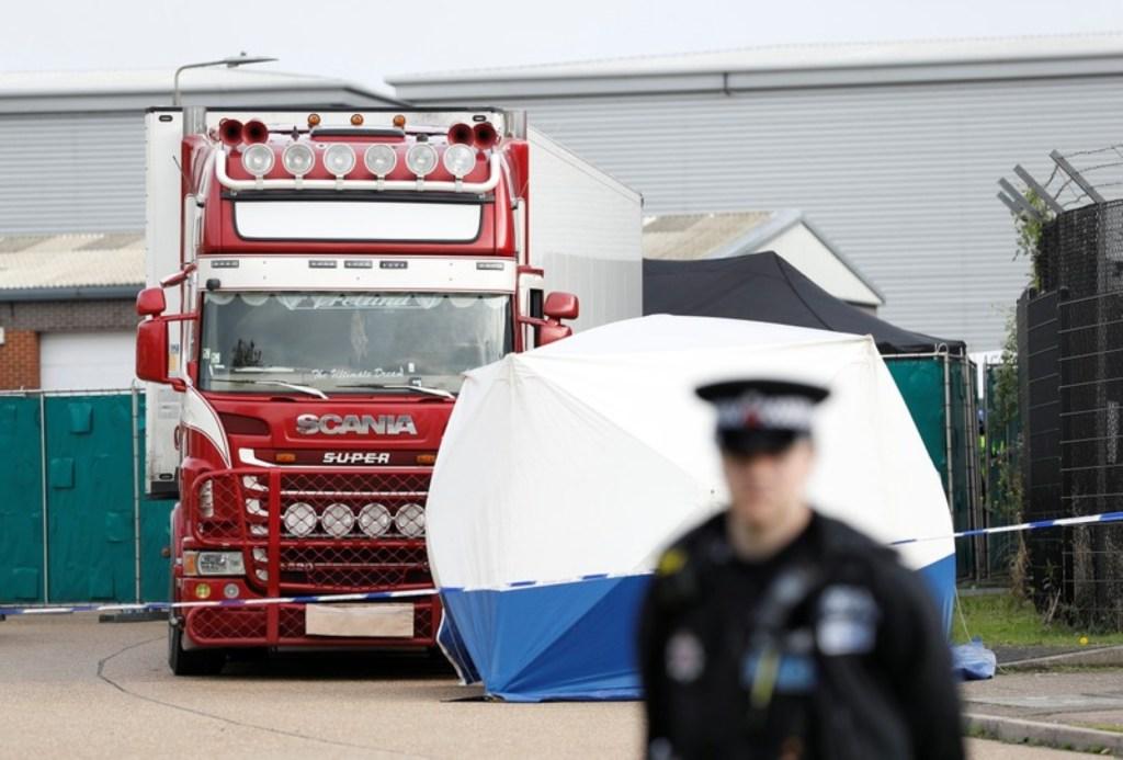En Reino Unido la policía detiene un camión, encuentra 39 cadáveres