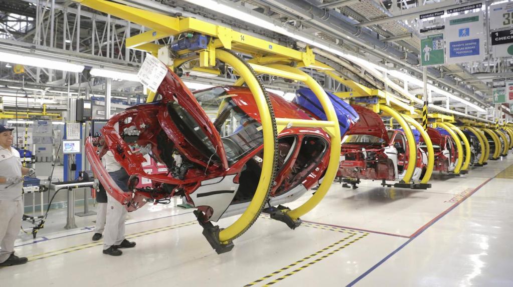 Cae la producción y exportación de vehículos nuevos en México