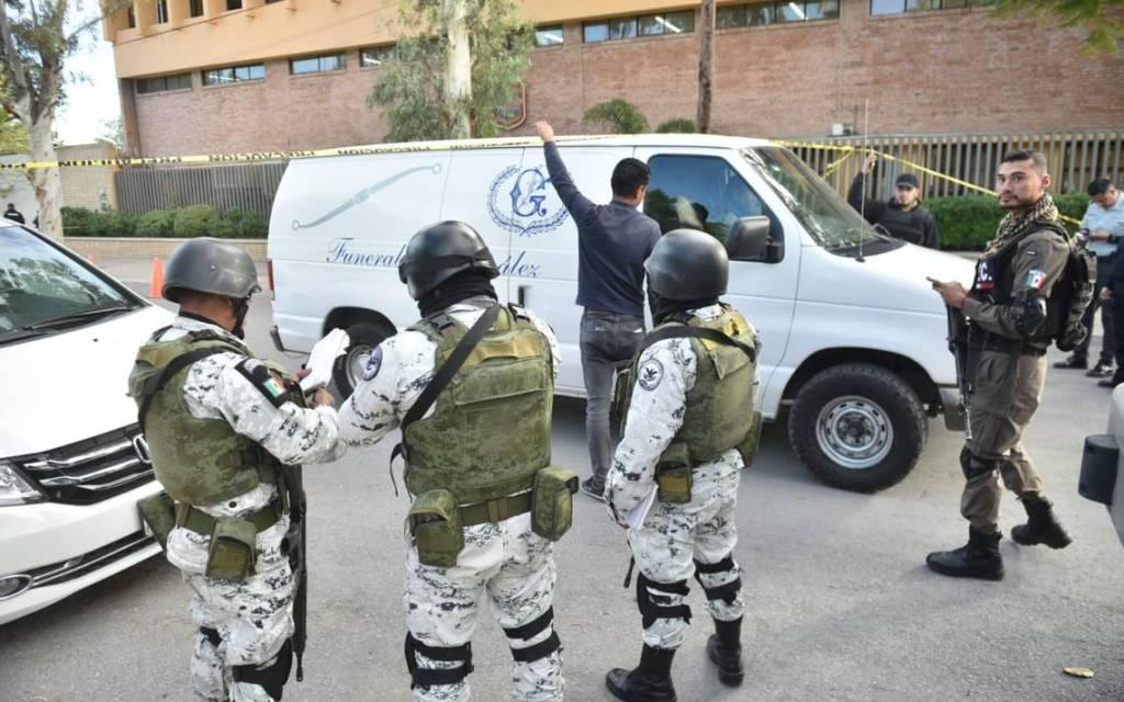 Arrestan al abuelo del niño que realizó el tiroteo en el Colegio Cervantes de Torreón, las armas eran de él